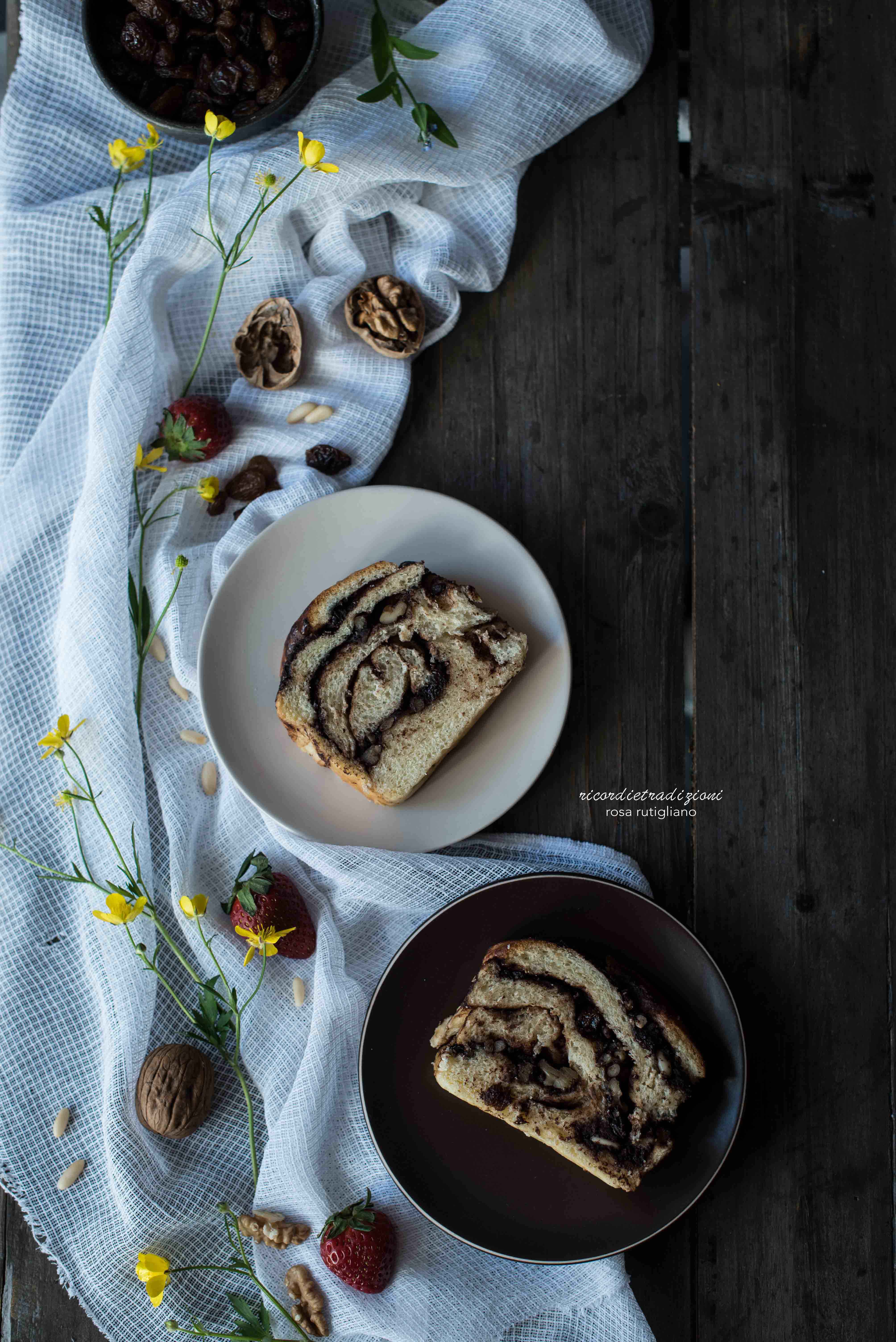 Babka al cioccolato con pinoli noci e uvetta 4