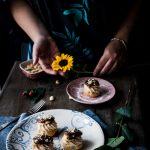 Bignè con mousse di gamberi caramello alla soia e granella di mandorle