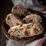 Pane semi integrale con fichi e noci