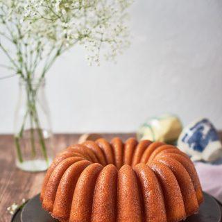 Torta di semolino con cocco e marmellata d'arance