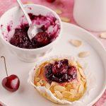 Brioche al latte di mandorla con ciliegie – senza lattosio